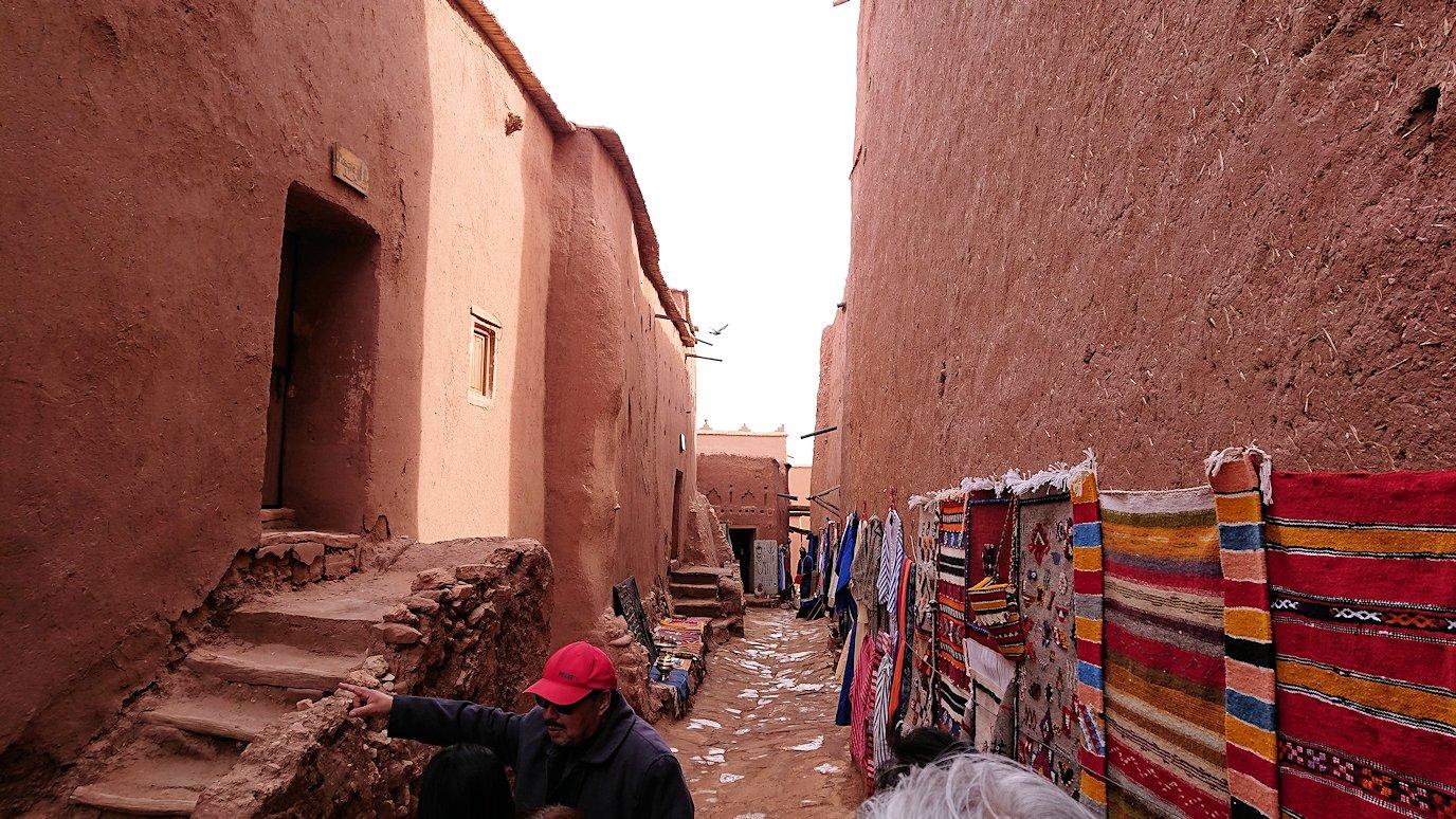 モロッコのワルザザートのアイト・ベン・ハッドゥ内の様子