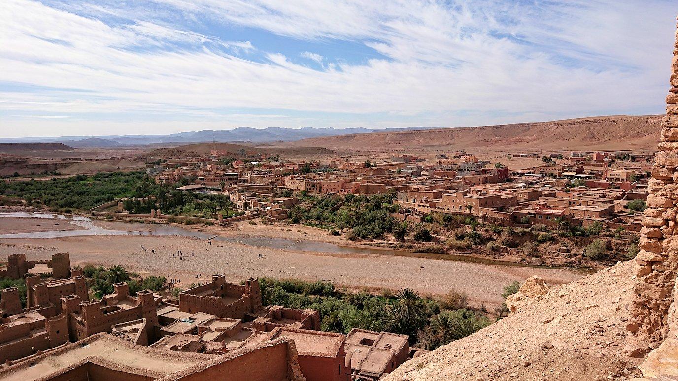 モロッコのワルザザートのアイト・ベン・ハッドゥ内を上の方まで登った頂上付近の様子2