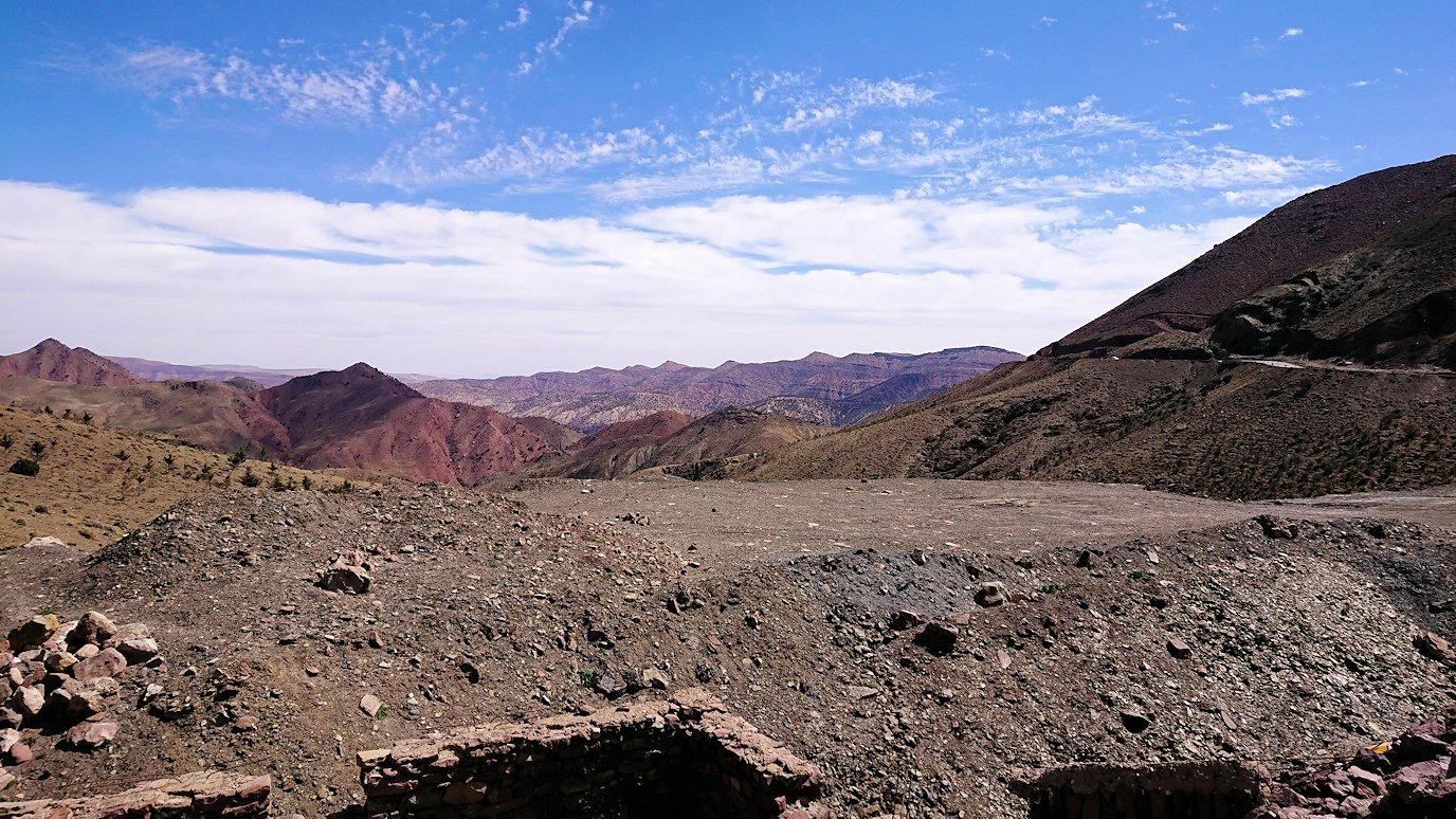 モロッコのティシュカ峠で写真休憩2