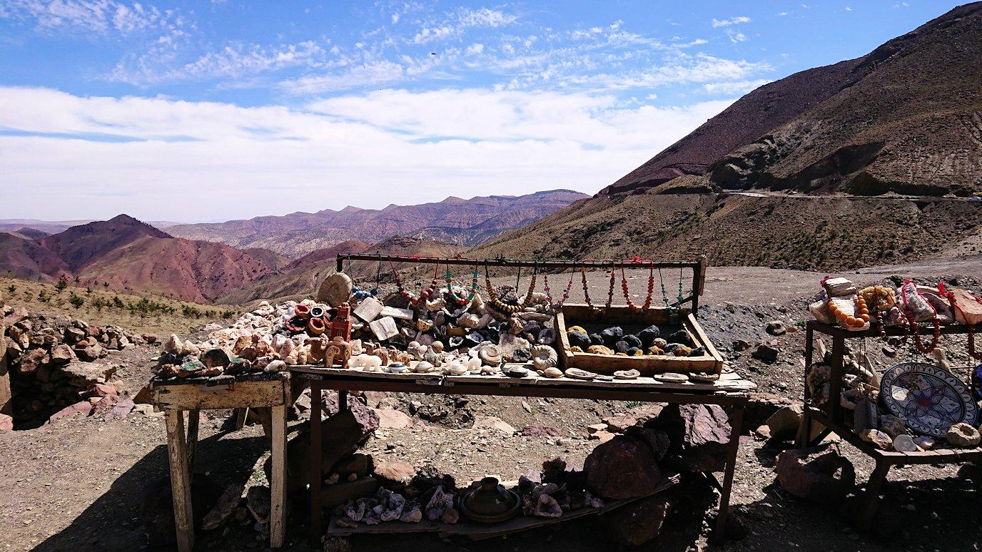 モロッコのティシュカ峠で写真休憩4