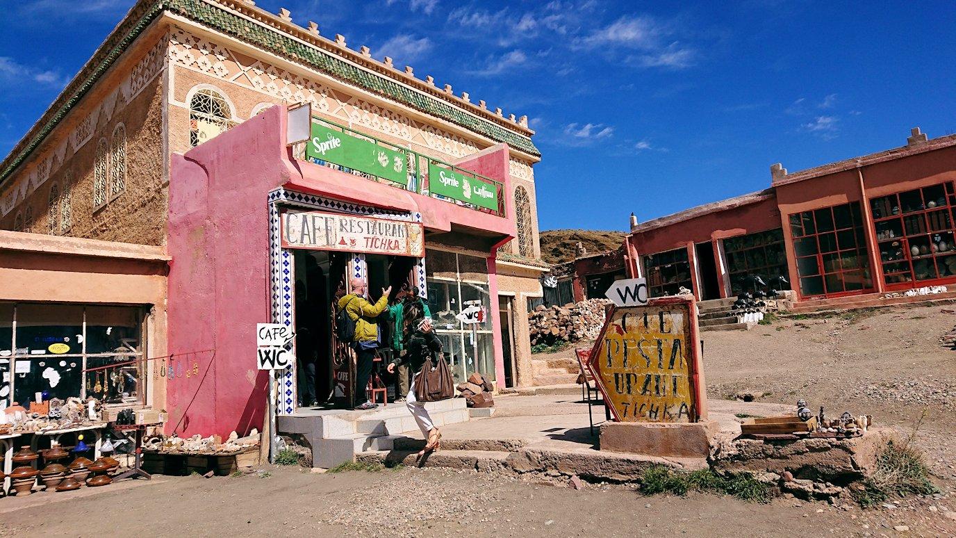 モロッコのティシュカ峠で写真休憩8