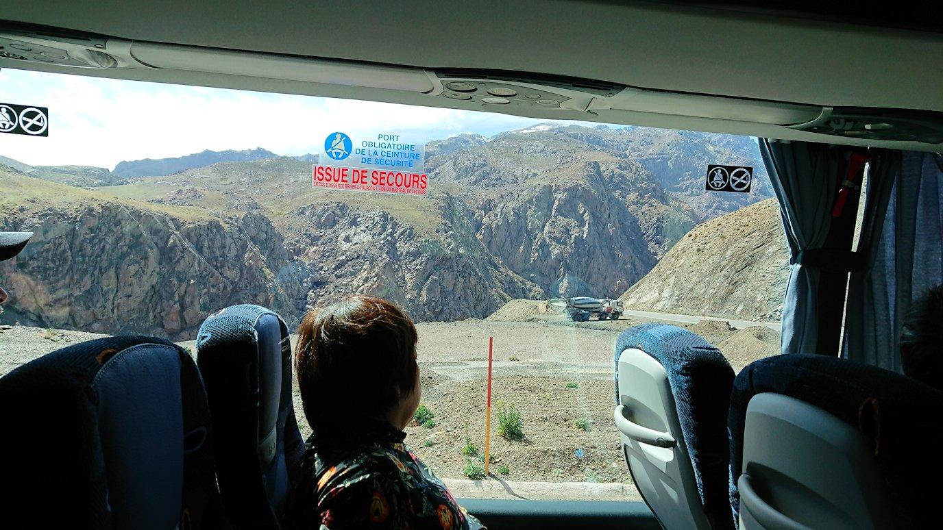 モロッコのティシュカ峠からマラケシュヘ移動