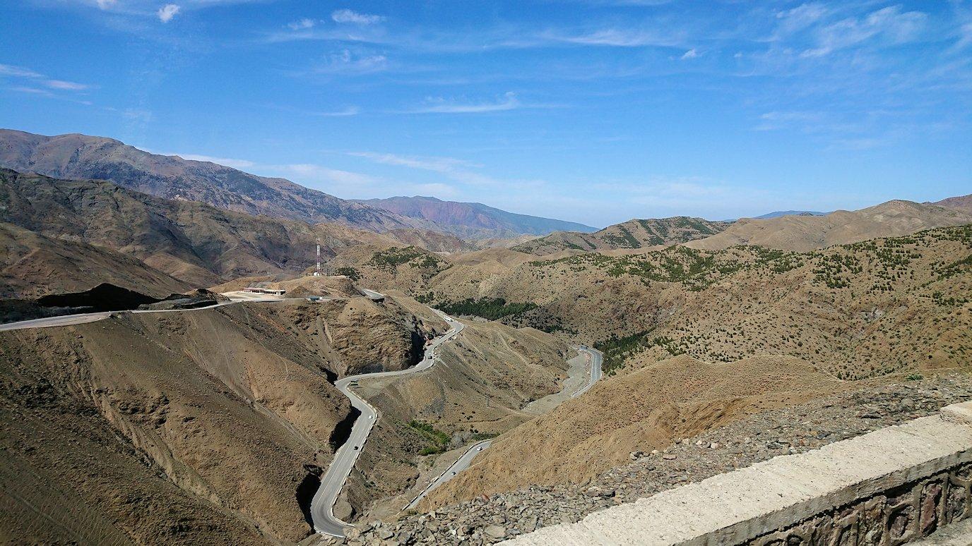 モロッコのティシュカ峠からマラケシュヘ移動4