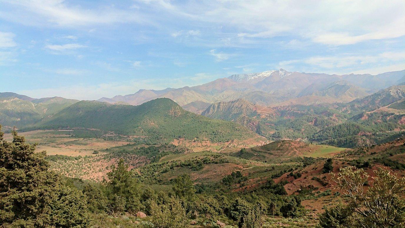 モロッコのティシュカ峠からマラケシュヘ移動途中の景色7
