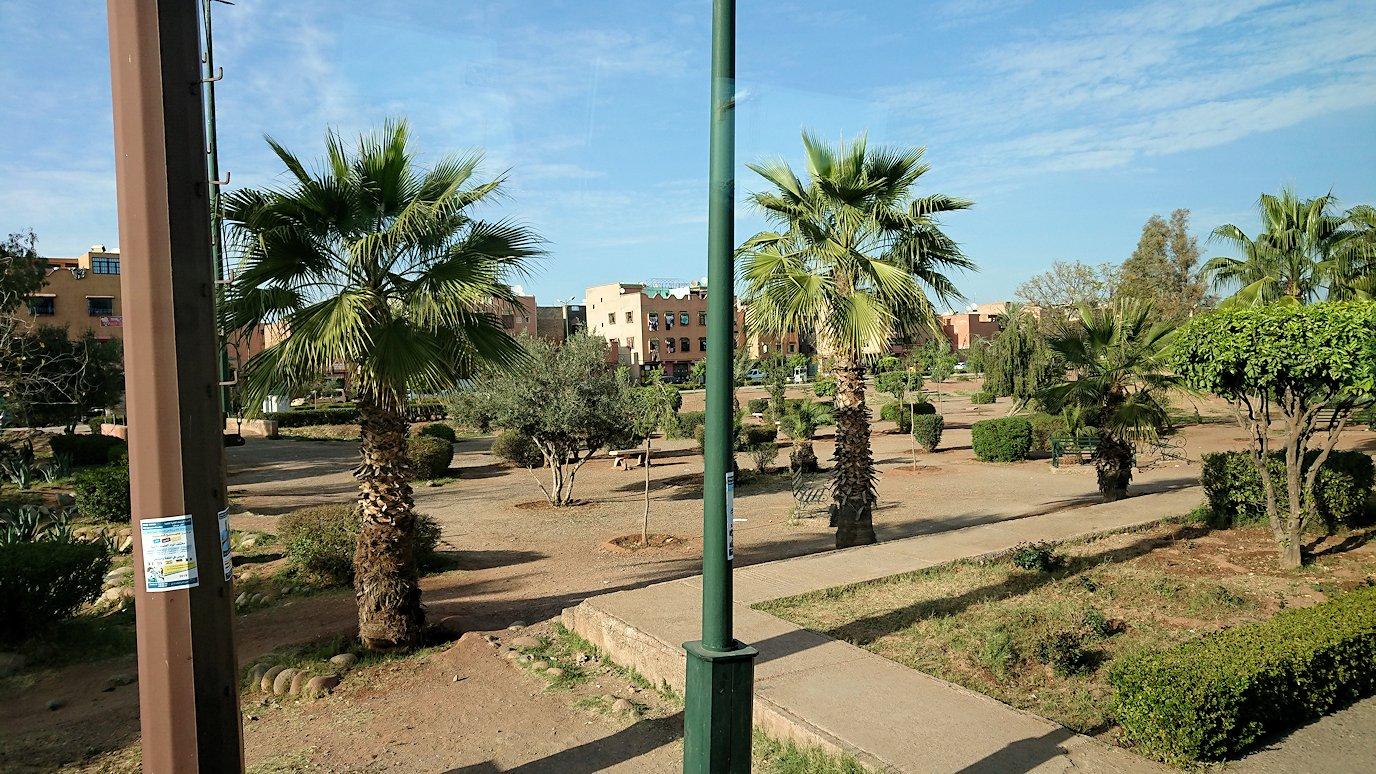 モロッコのティシュカ峠からマラケシュヘ移動途中の景色9
