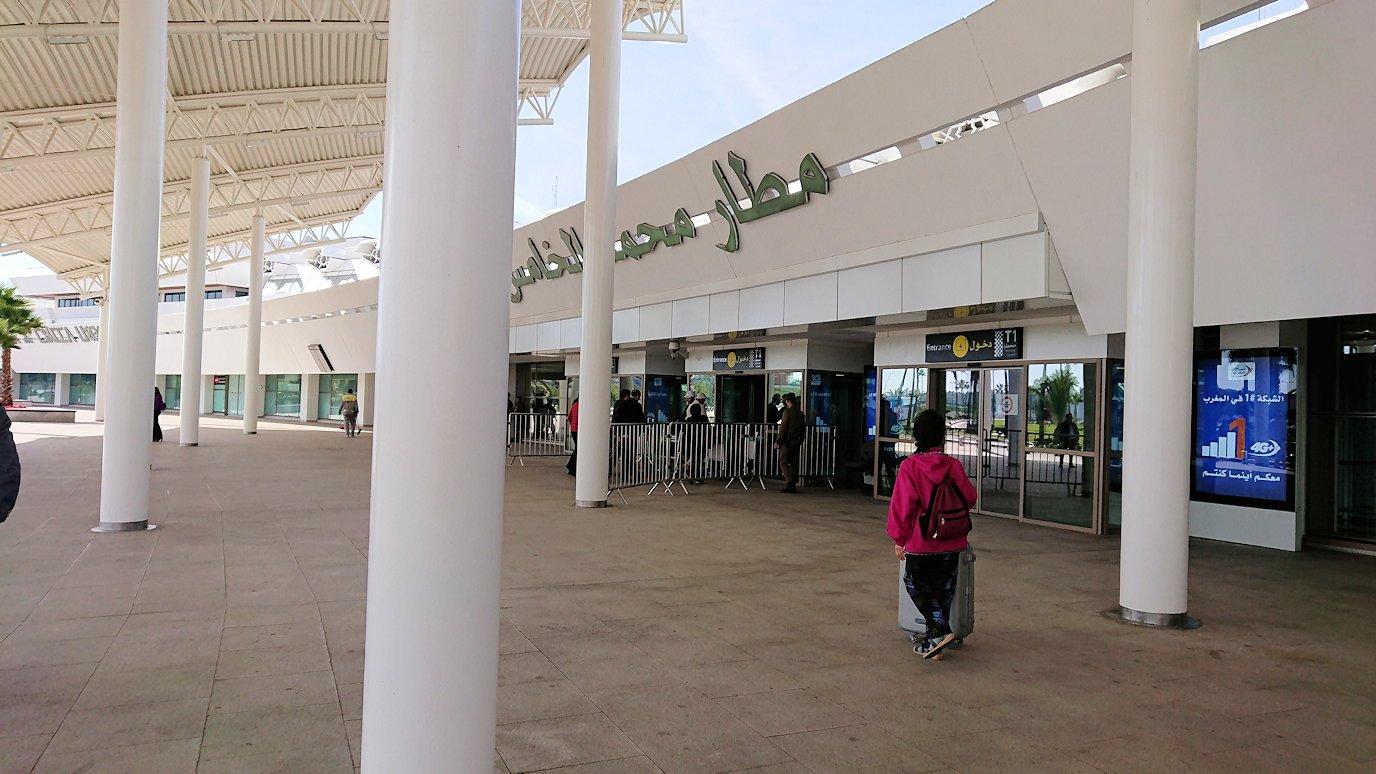 カサブランカ空港にやっと到着する頃9