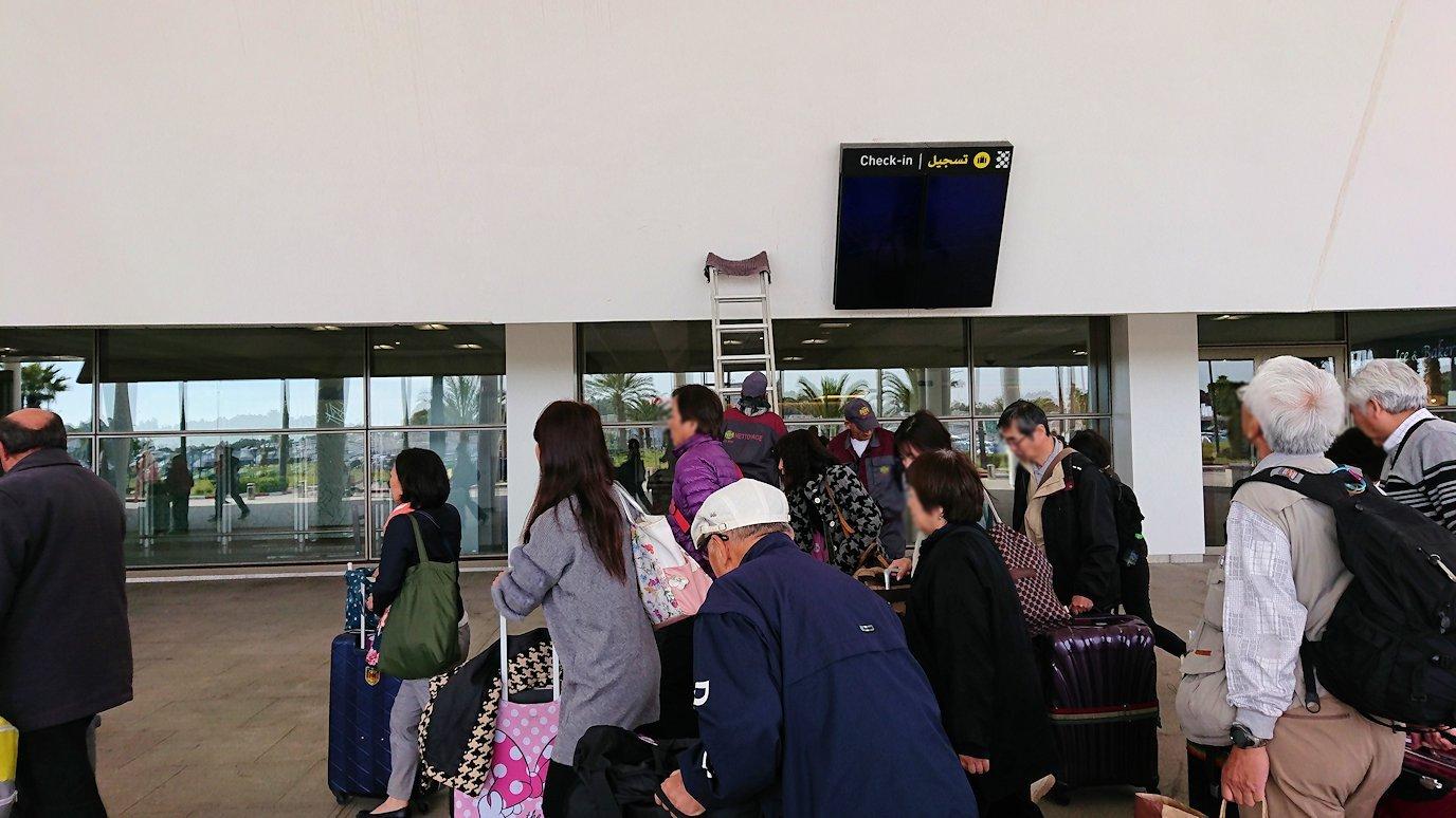 モロッコのカサブランカ空港でチェックイン