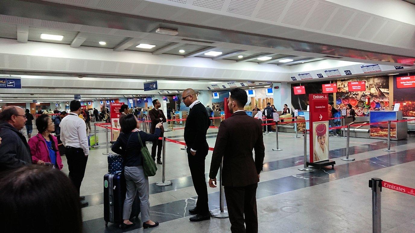モロッコのカサブランカ空港でチェックイン3