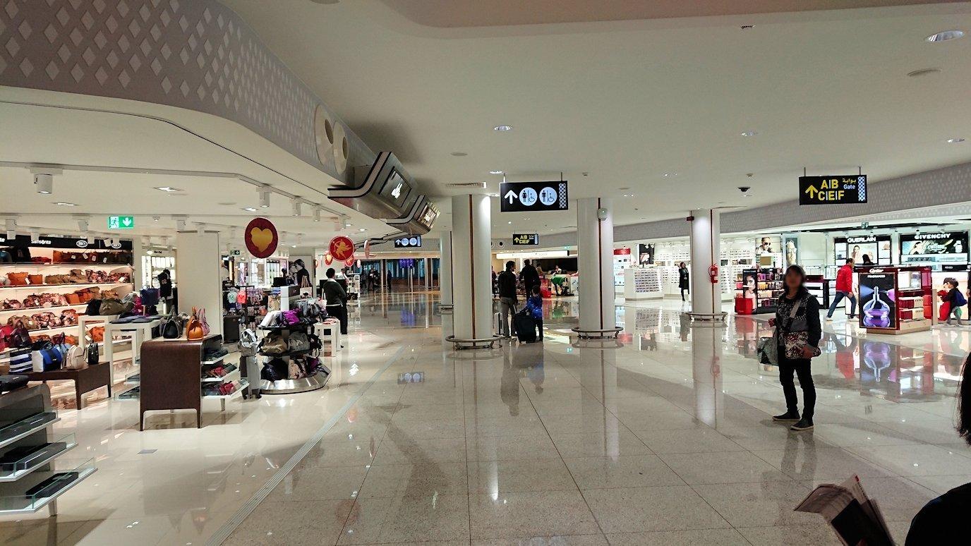 モロッコのカサブランカ空港の国際線ターミナルで散策6