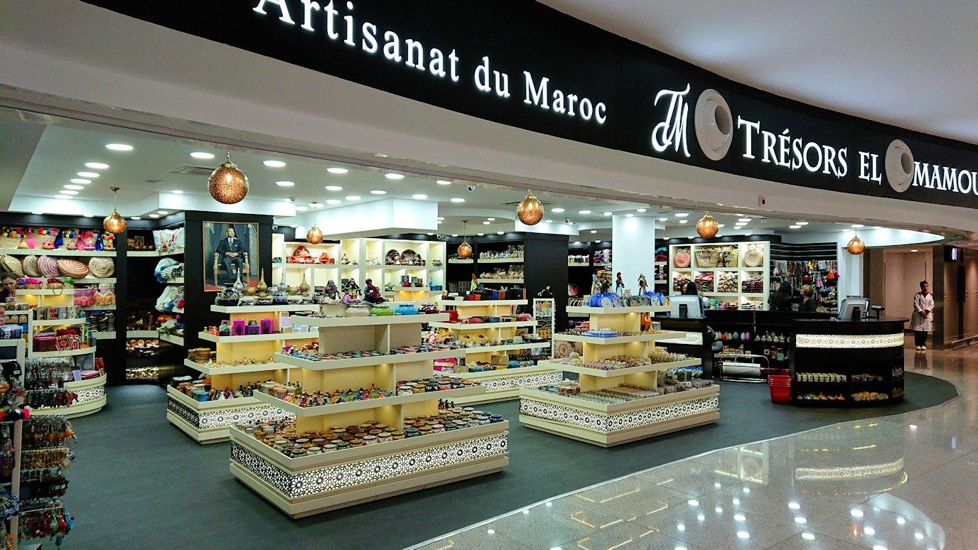 モロッコのカサブランカ空港の国際線ターミナルのショップを見学