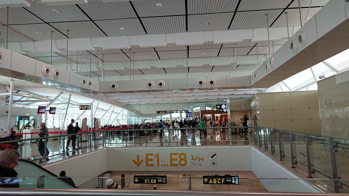 モロッコのカサブランカ空港の国際線ターミナルのショップを見学4