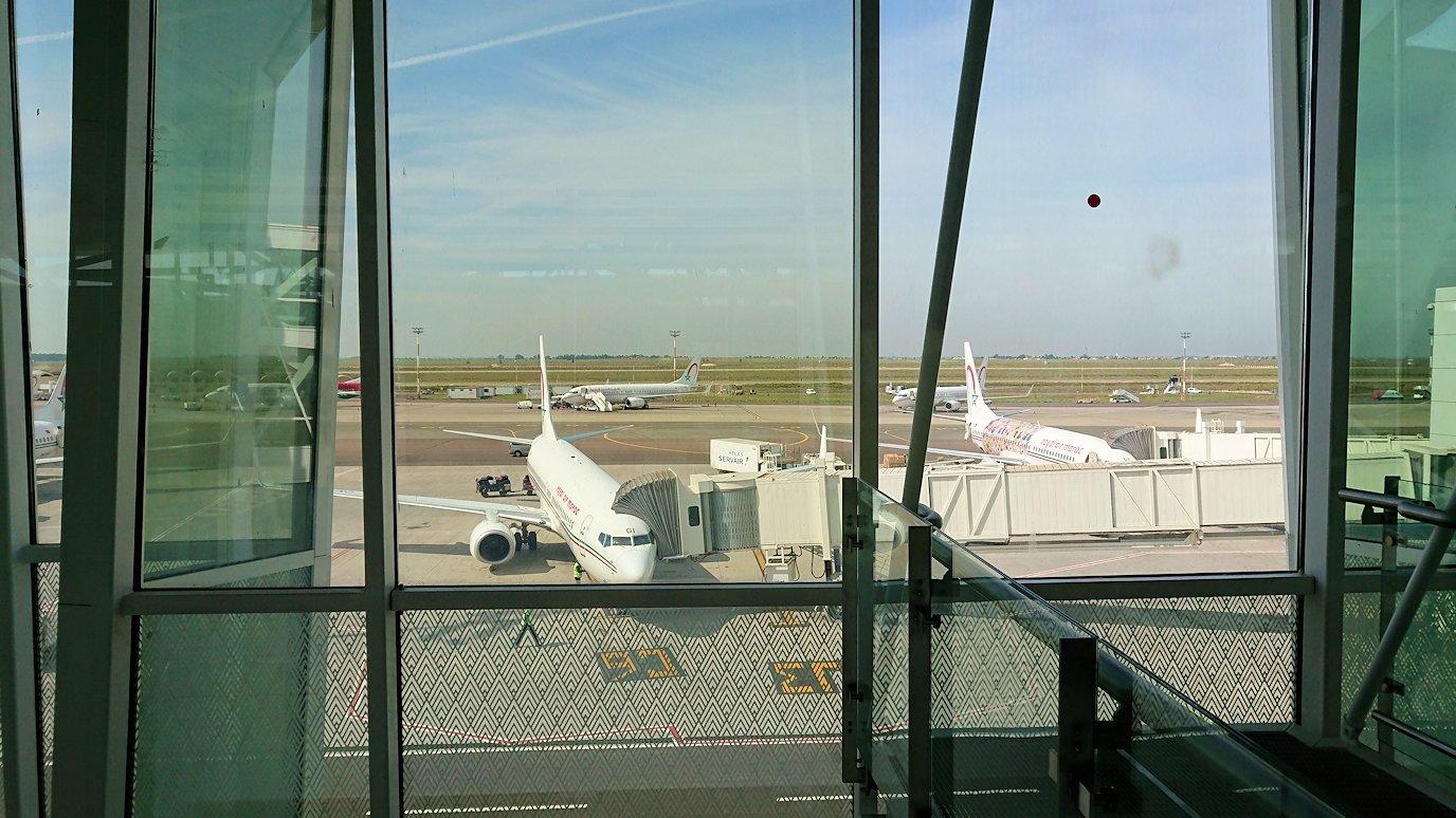 モロッコのカサブランカ空港の国際線ターミナルのショップを見学6