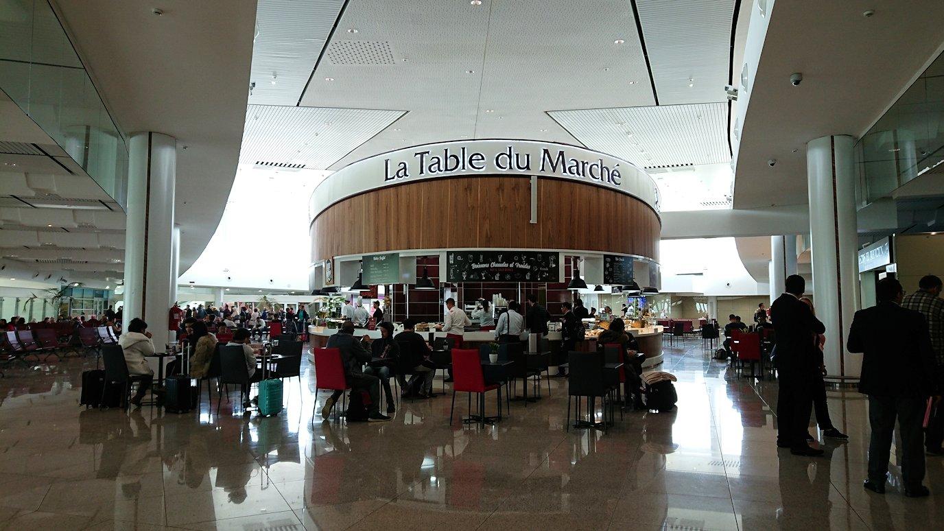 モロッコのカサブランカ空港の国際線ターミナル内をブラつく9