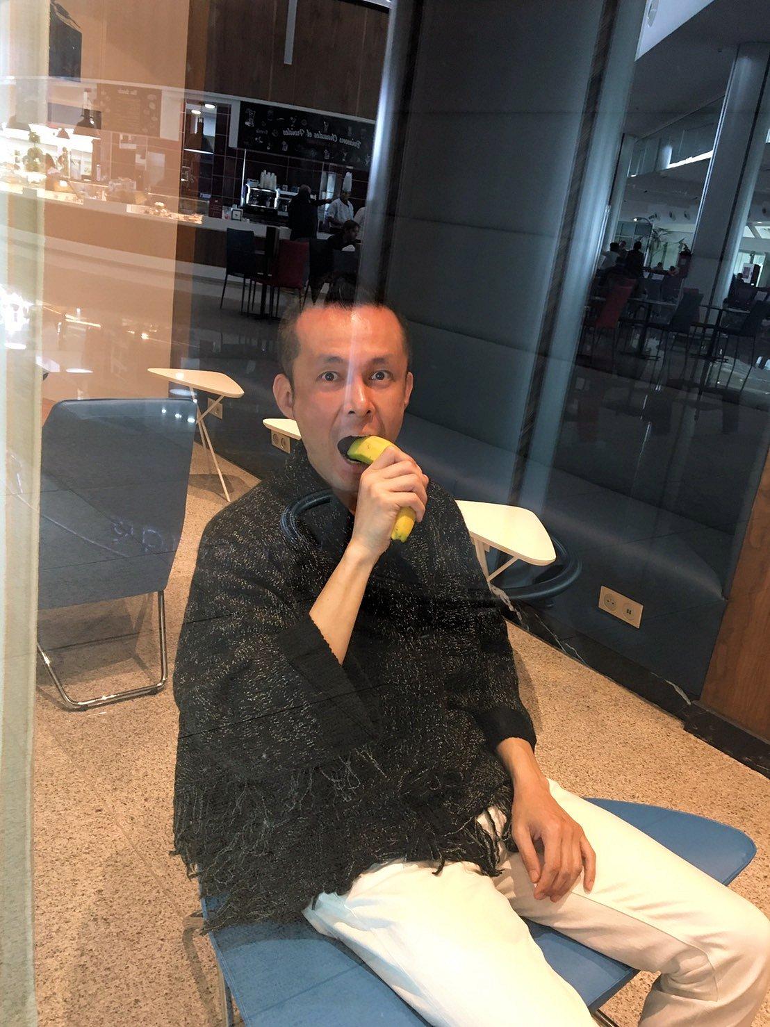 モロッコのカサブランカ空港の国際線ターミナル内のラウンジで楽しむ2
