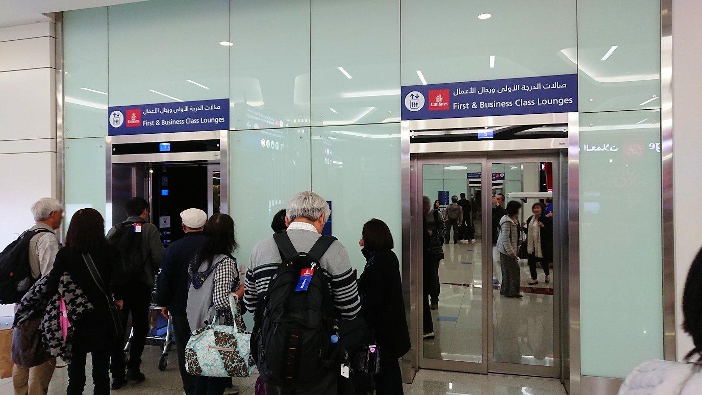 ドバイ国際空港に到着し待望のビジネスクラス・ラウンジに入る3