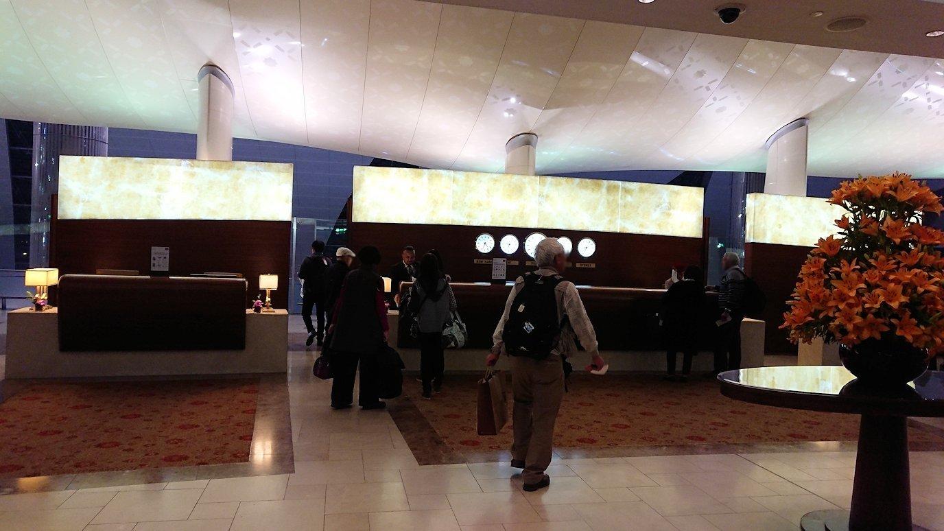 ドバイ国際空港に到着し待望のビジネスクラス・ラウンジに入る7