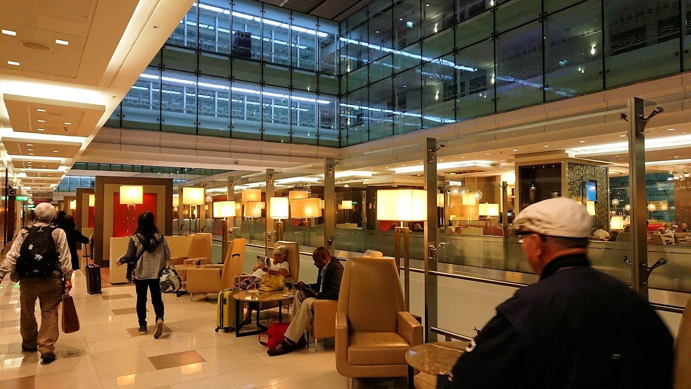 ドバイ国際空港に到着し待望のビジネスクラス・ラウンジに入った様子4