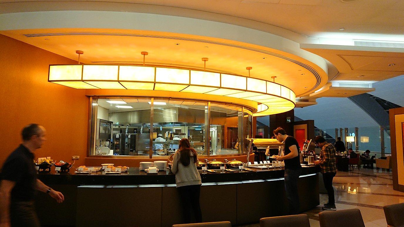 ドバイ国際空港に到着し待望のビジネスクラス・ラウンジを満喫する