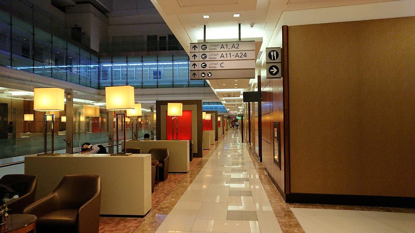 ドバイ国際空港に到着し待望のビジネスクラス・ラウンジを満喫する4