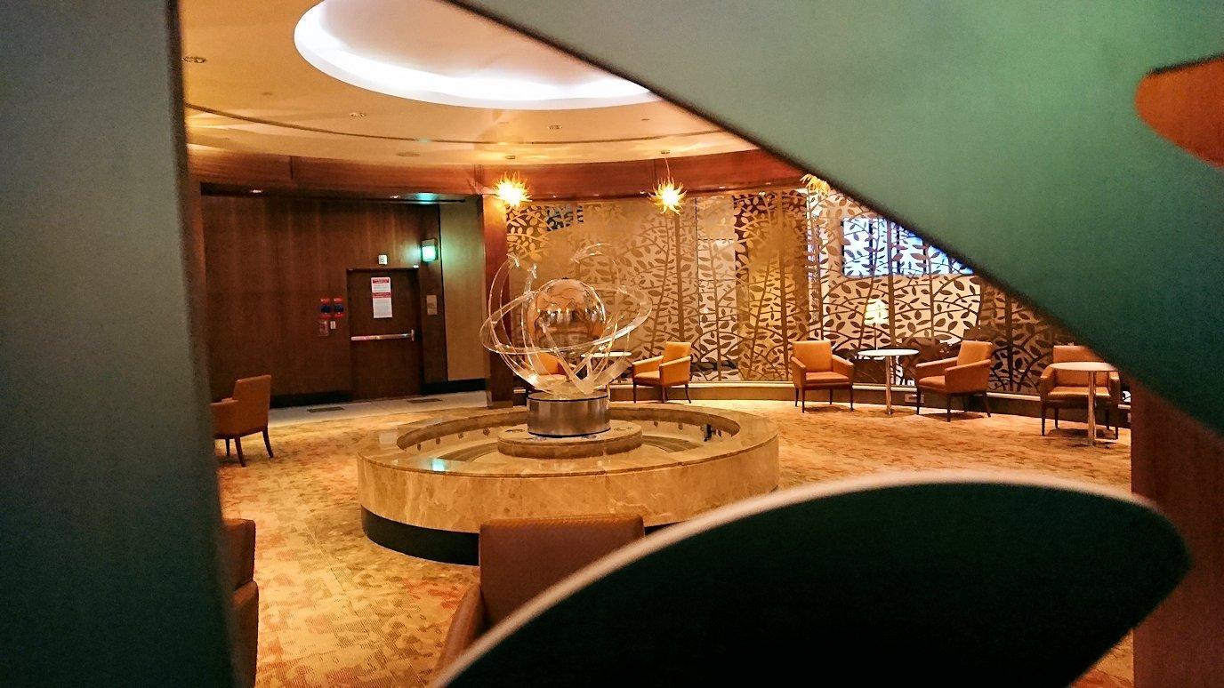 ドバイ国際空港に到着し待望のビジネスクラス・ラウンジを満喫する7