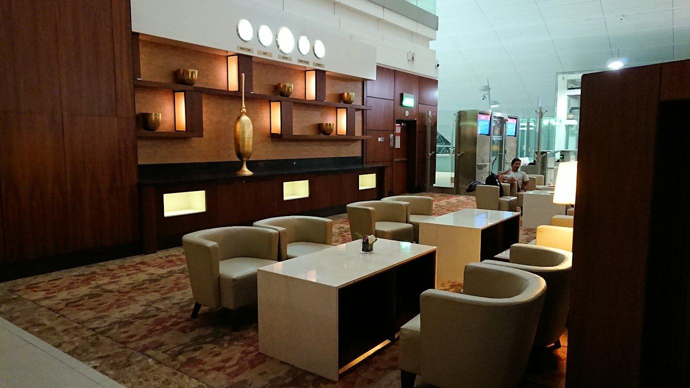 ドバイ国際空港に到着し待望のビジネスクラス・ラウンジを満喫する8