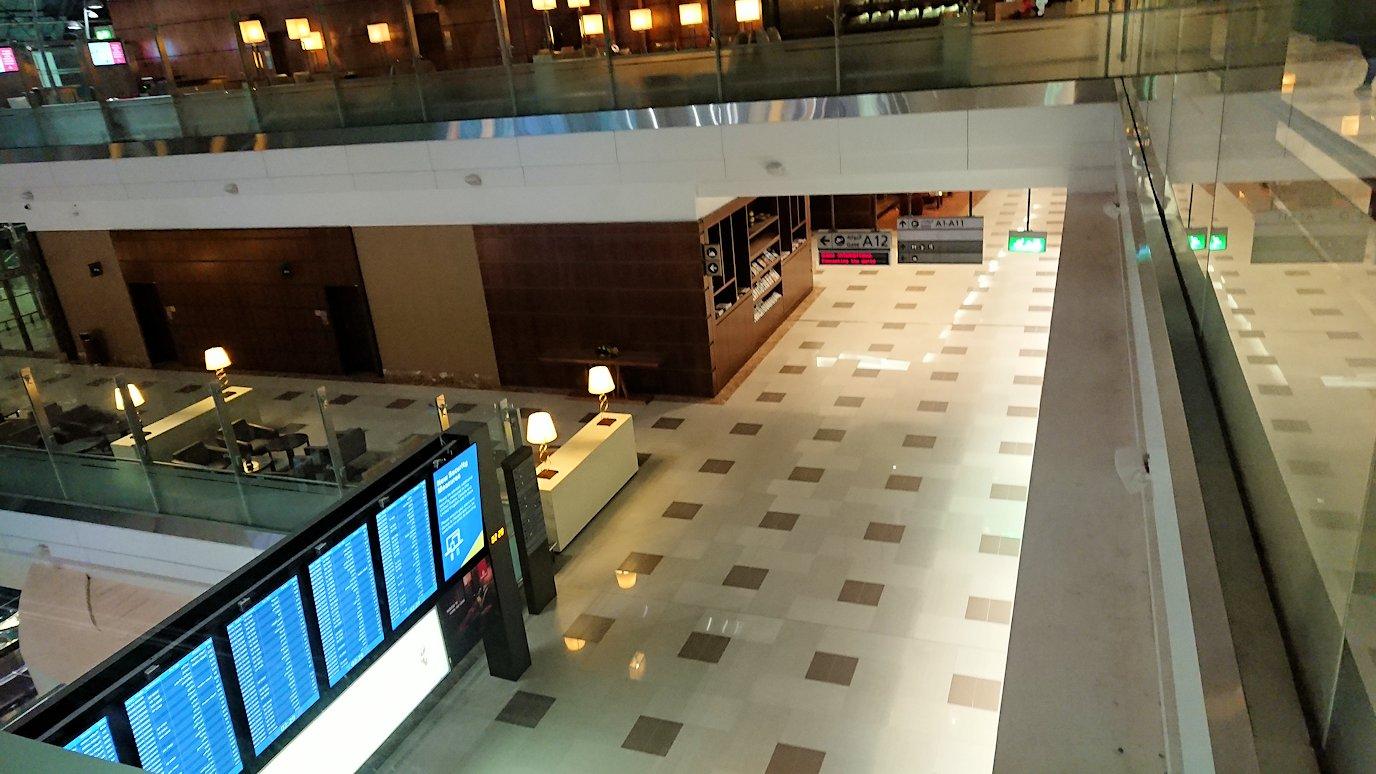 ドバイ国際空港に到着し待望のビジネスクラス・ラウンジで飛行機までの時間を過ごす7
