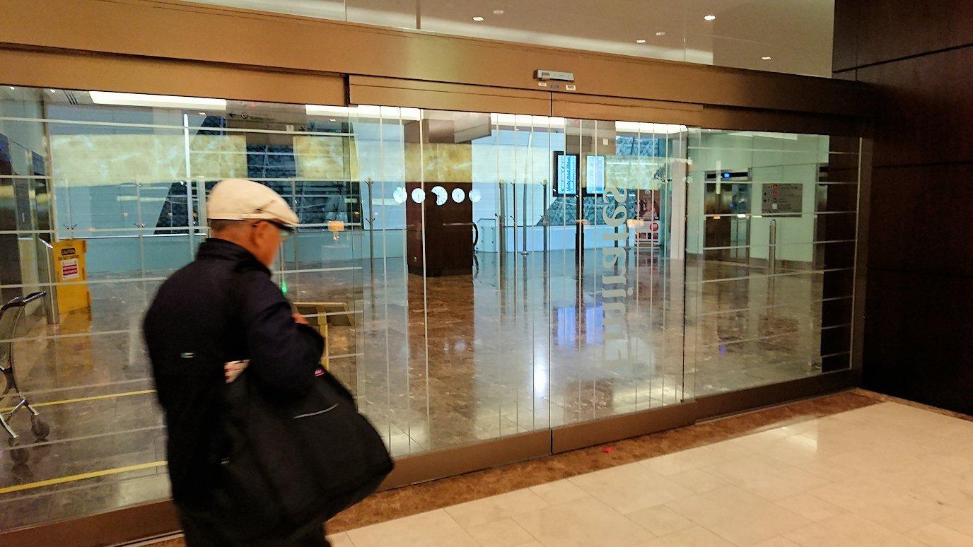 ドバイ国際空港に到着し待望のビジネスクラス・ラウンジで飛行機までの時間を過ごす8