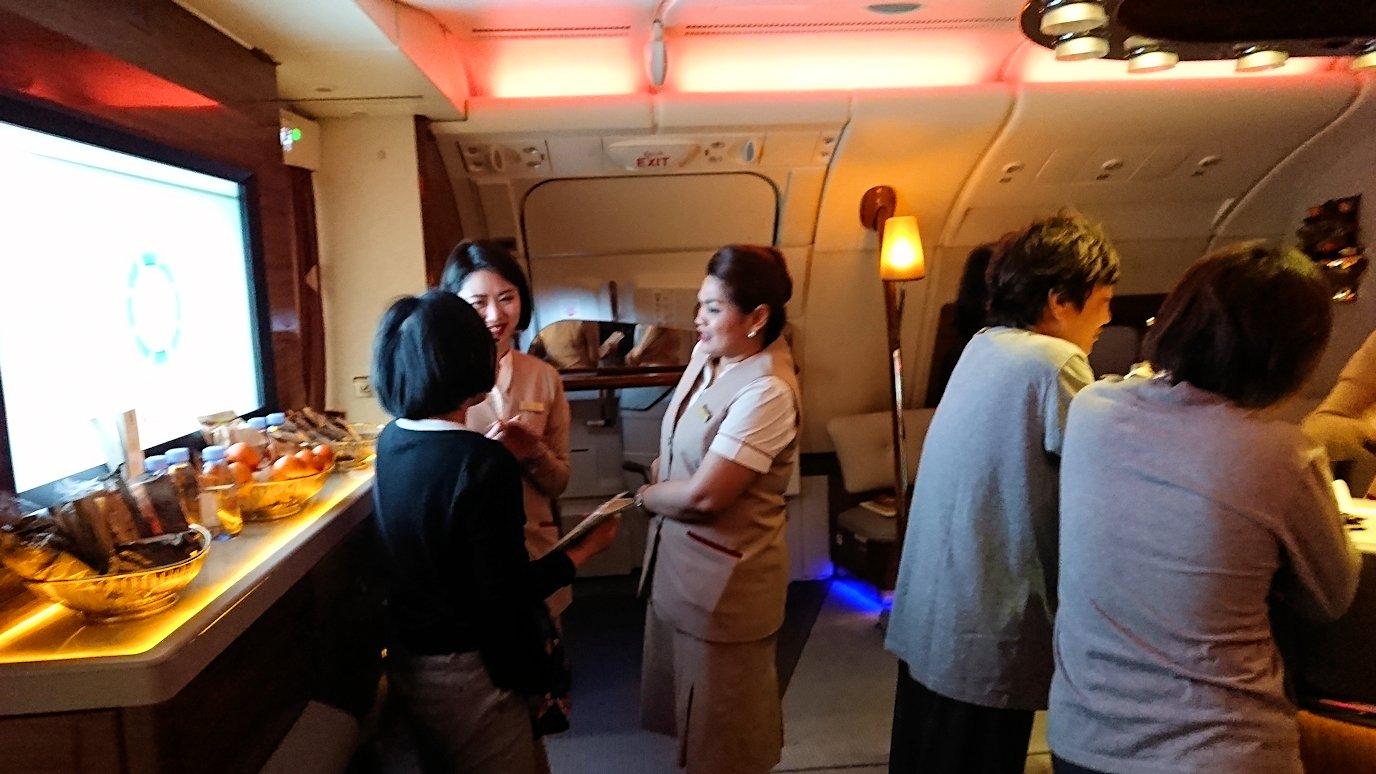 ドバイ国際空港から関西国際空港に向けて飛んでいる飛行機の機内から4