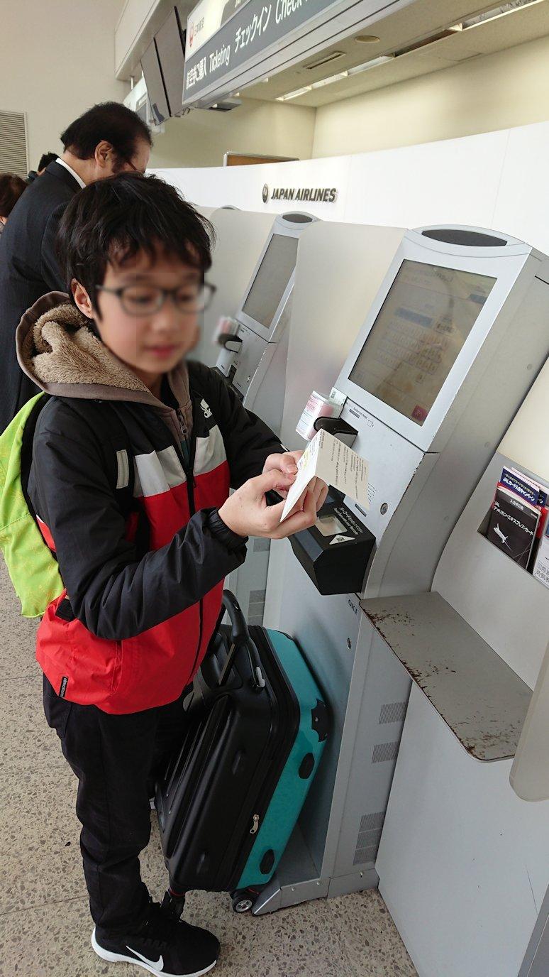 函館空港に伊丹空港でまずはチェックイン手続きを