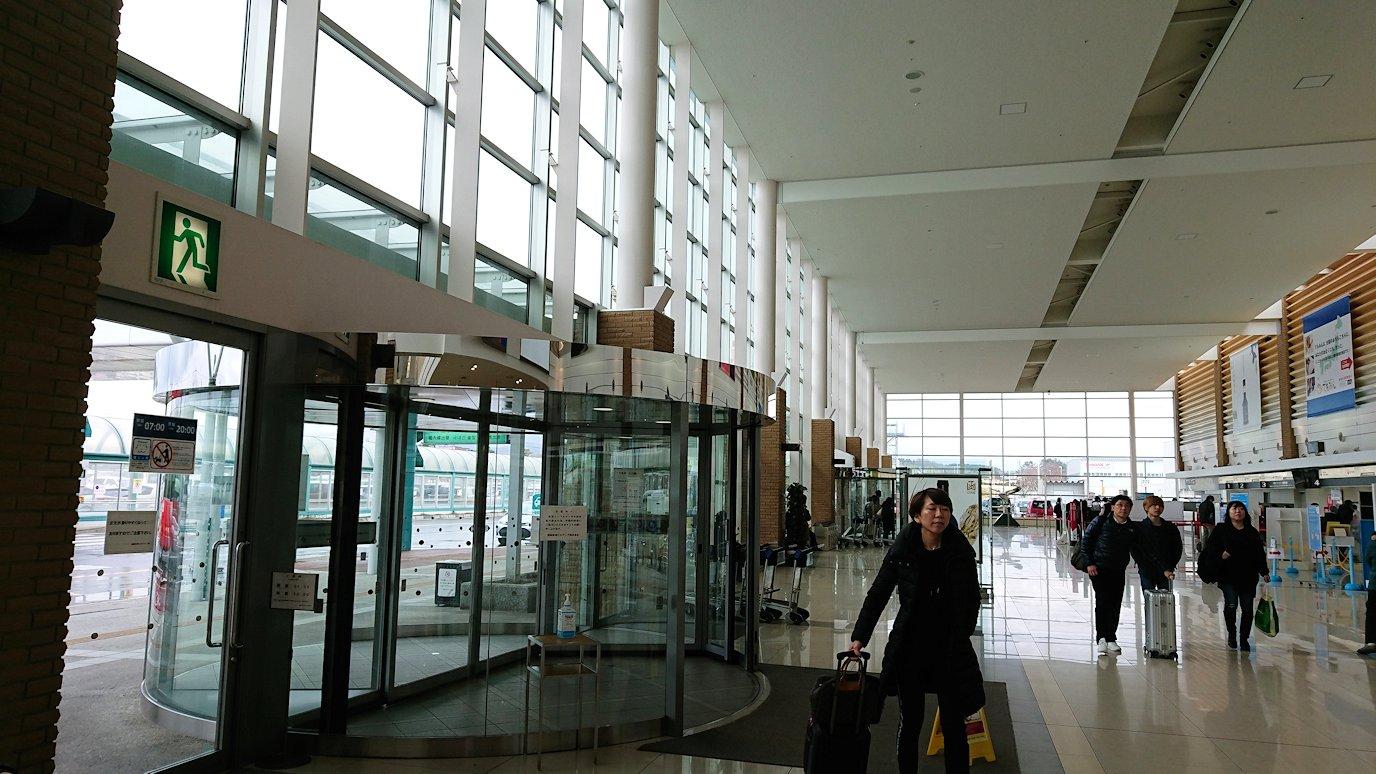 無事函館空港に到着し、内部を見て回る8