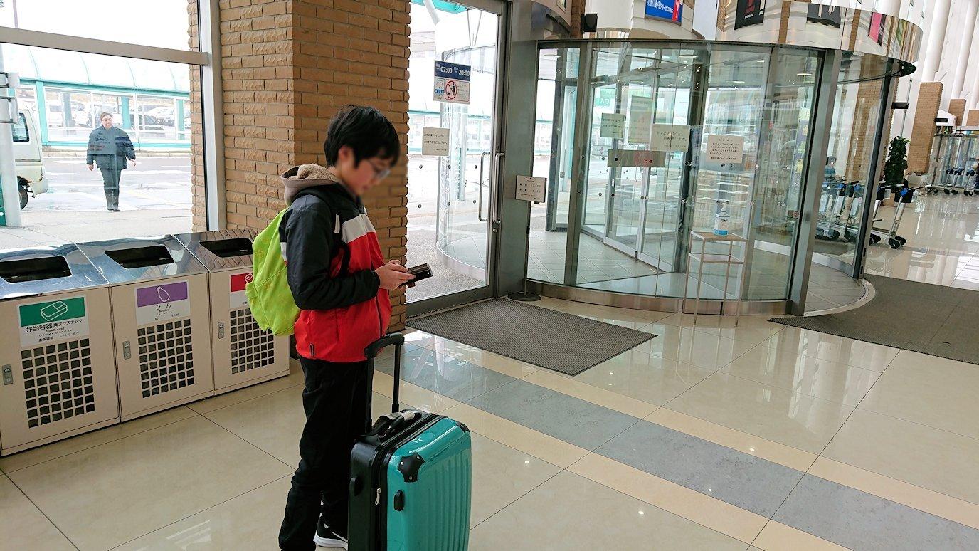 無事函館空港に到着し、内部を見て回る9
