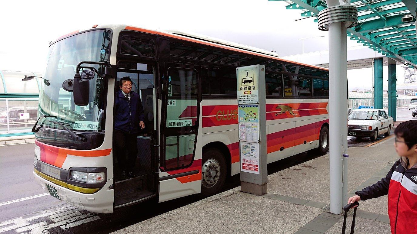 函館空港から市内にあるホテルまでバスで移動2
