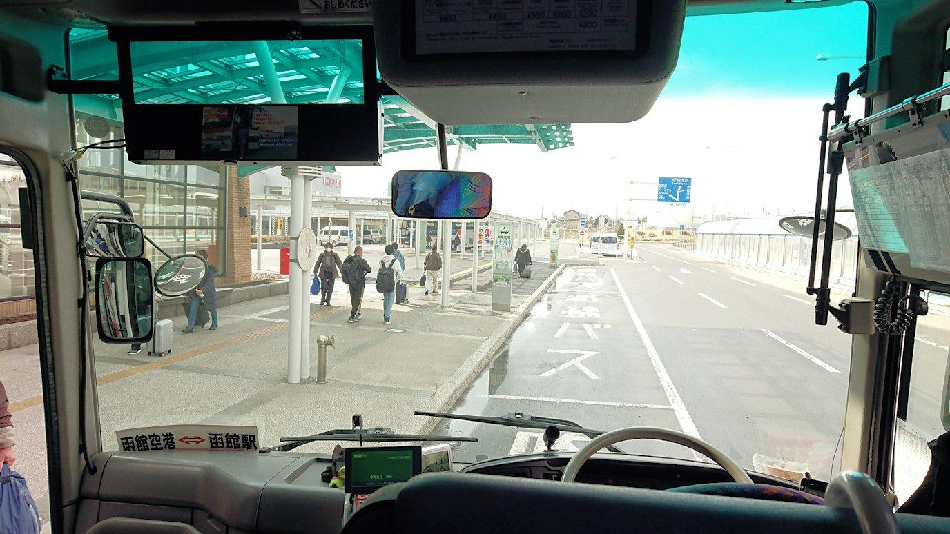 函館空港から市内にあるホテルまでバスで移動4