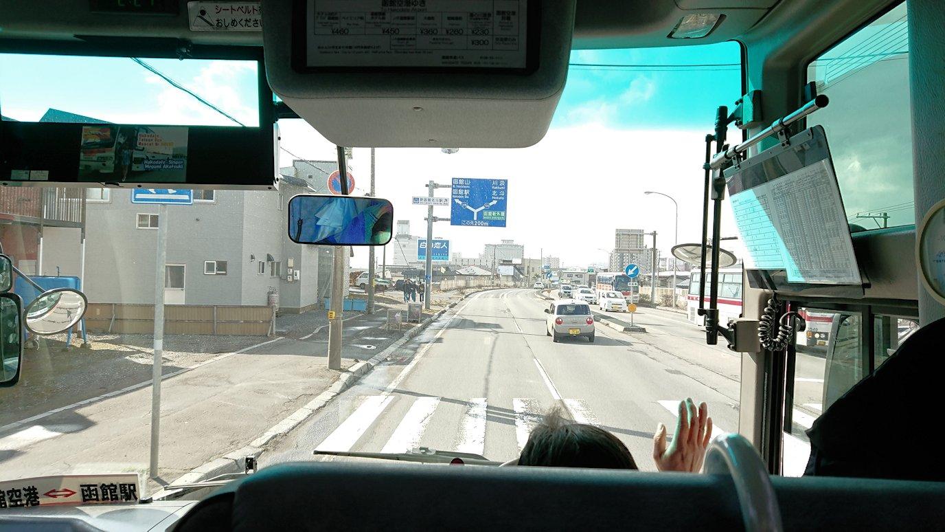 函館空港から市内にあるホテルまでバスで移動5