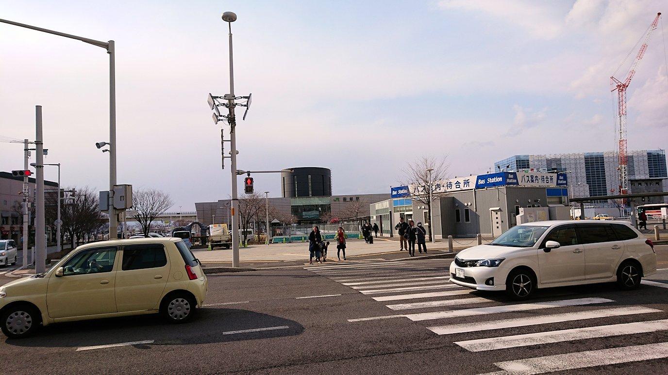 函館空港から市内にある「天然温泉 ホテルパコ函館別亭」に到着しその部屋を確認後、函館市内を散策する6