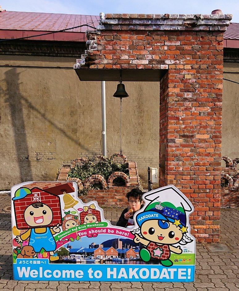 函館空港から市内にある「天然温泉 ホテルパコ函館別亭」に到着しその部屋を確認後、函館市内の赤レンガ倉庫街にて
