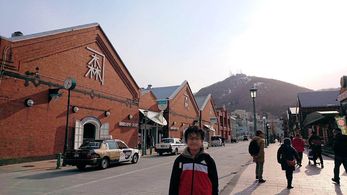 函館空港から市内にある「天然温泉 ホテルパコ函館別亭」に到着しその部屋を確認後、函館市内の赤レンガ倉庫から函館山を目指す1