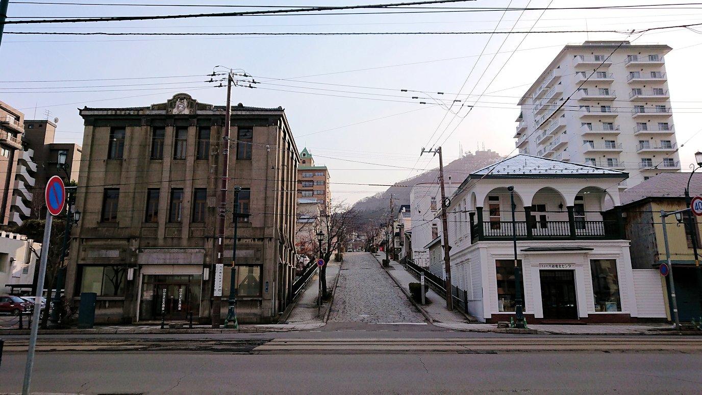 函館空港から市内にある「天然温泉 ホテルパコ函館別亭」に到着しその部屋を確認後、函館市内の赤レンガ倉庫から函館山を目指す8