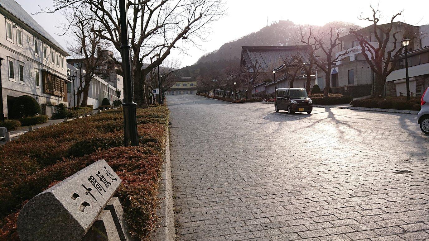 函館空港から市内にある「天然温泉 ホテルパコ函館別亭」に到着しその部屋を確認後、函館市内の赤レンガ倉庫から函館山を目指す途中の様子5