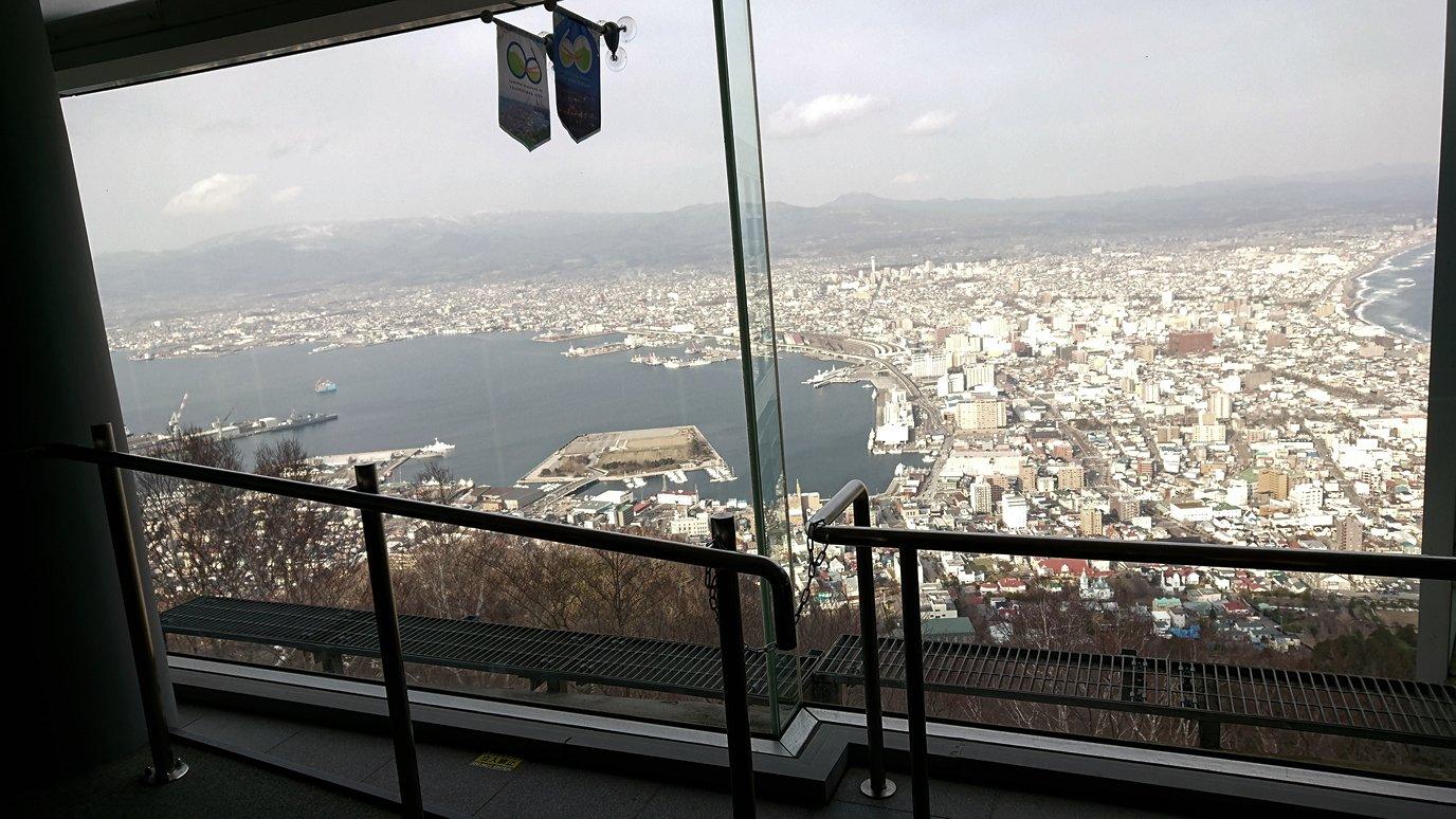 函館市内の函館山ロープウェイで頂上に到着!2
