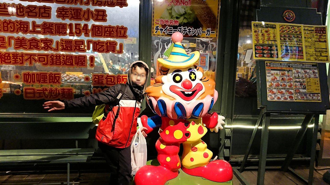函館市内の函館山の頂上で夜景を見た後、歩いてホテルへ向かう6