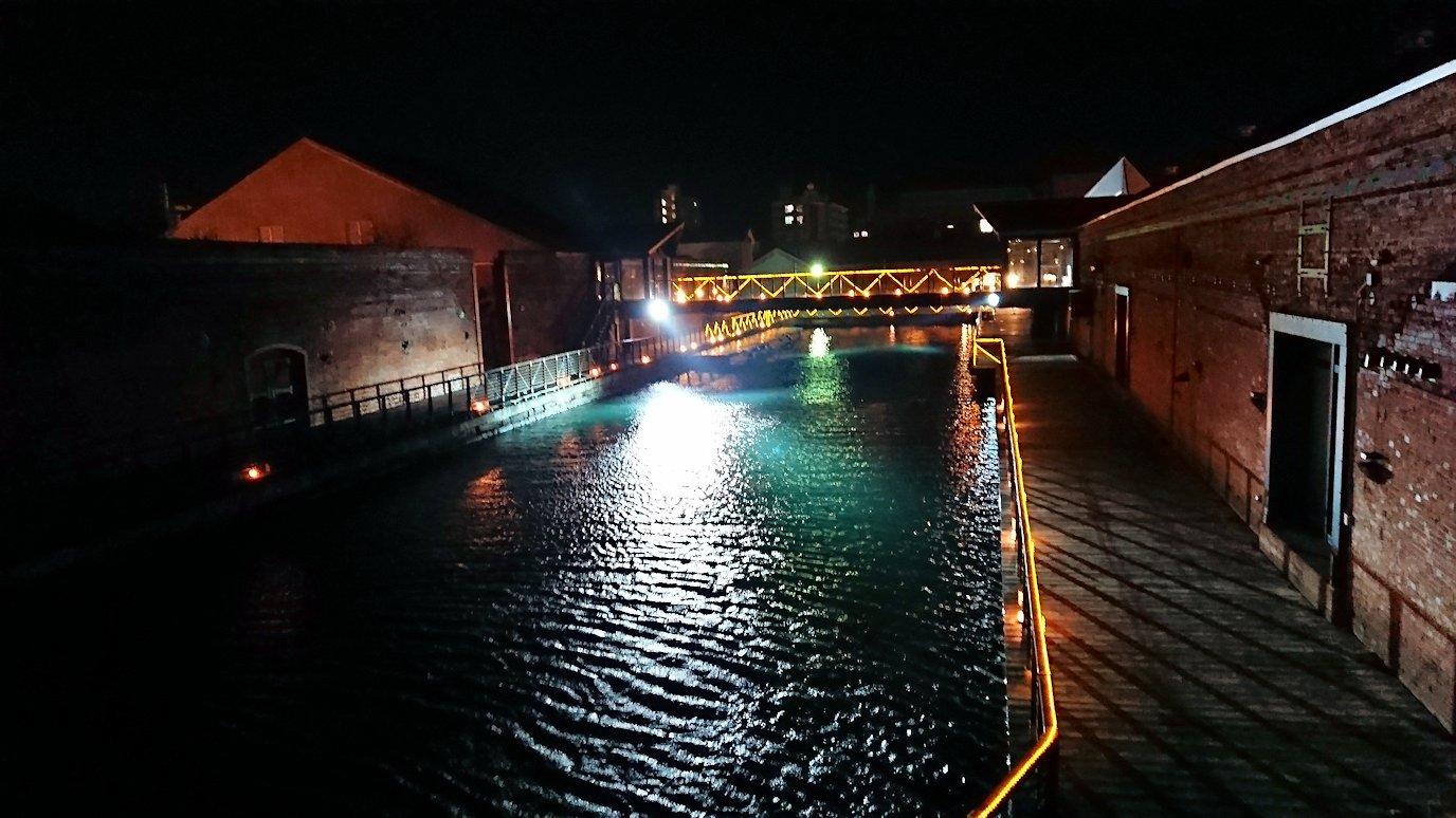 函館市内の函館山の頂上で夜景を見た後、金森赤レンガ倉庫辺りを歩く5