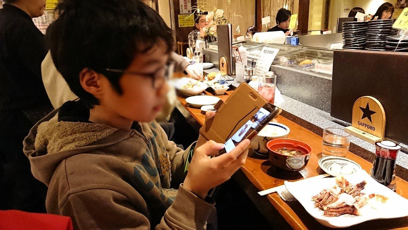 函館市内の金森赤レンガ倉庫辺りで晩御飯を食べる6