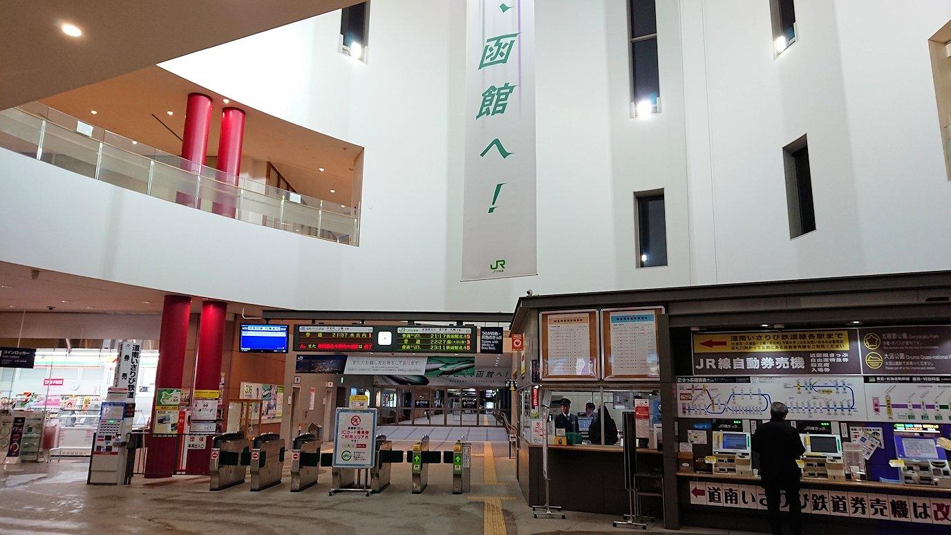 函館市内の金森赤レンガ倉庫辺りで晩御飯を食べて函館駅へ9