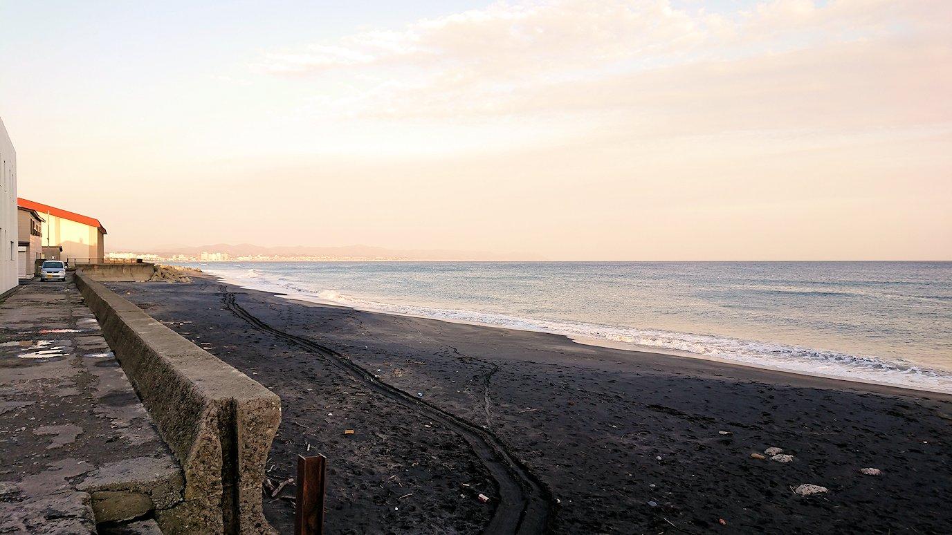 函館市内で五稜郭の見学を終えてホテル周辺の海沿いを散策する1