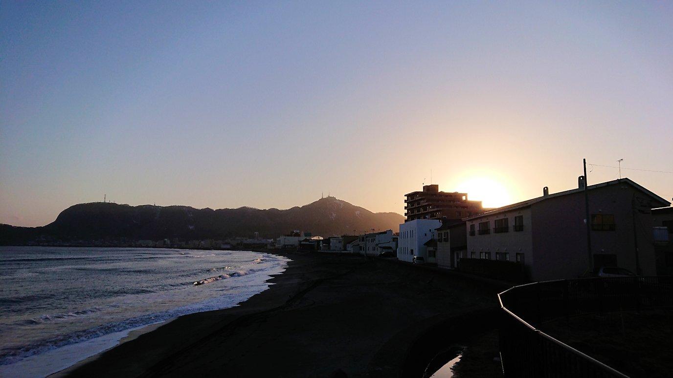 函館市内で五稜郭の見学を終えてホテル周辺の海沿いを散策する3