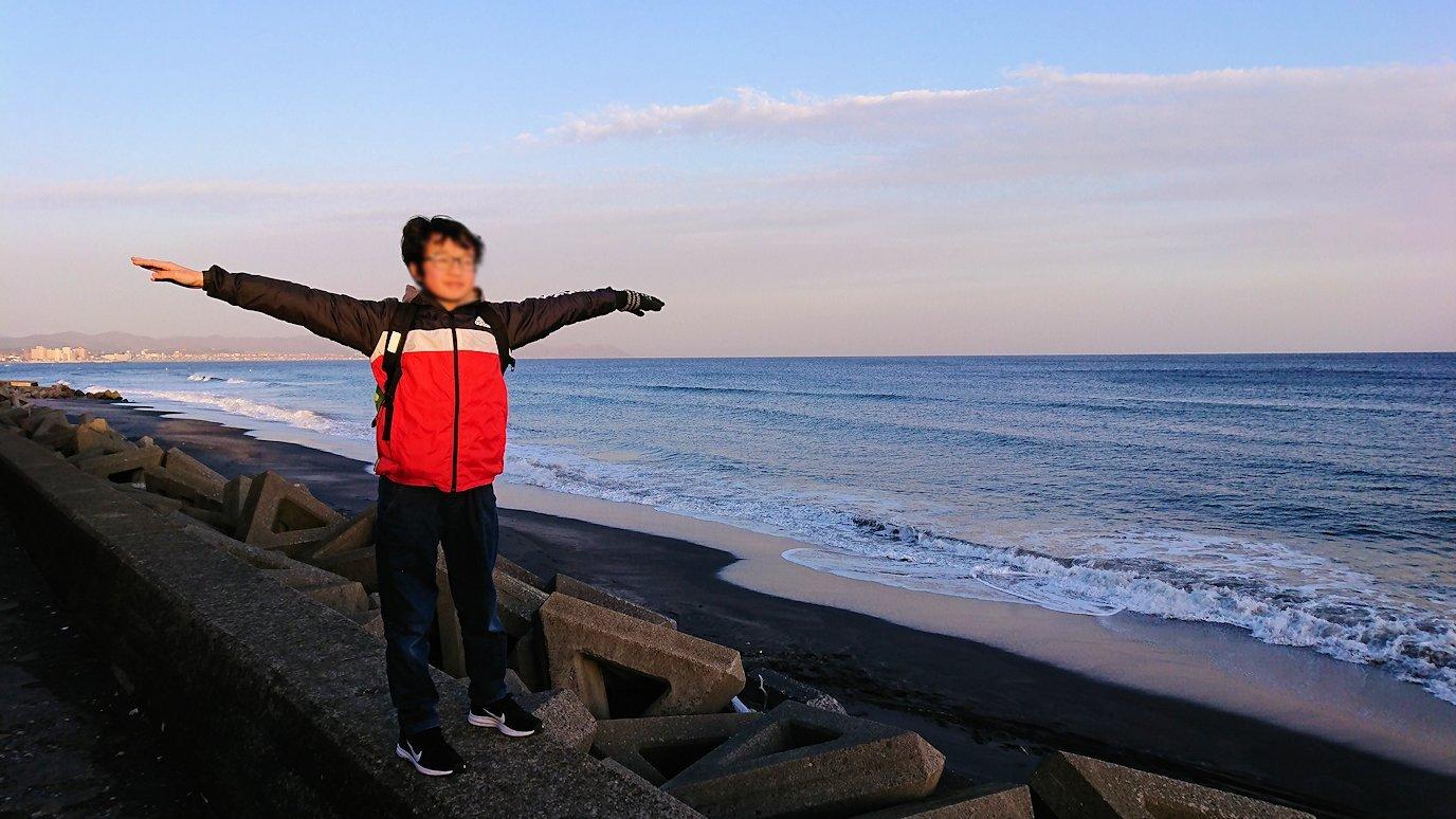 函館市内で五稜郭の見学を終えてホテル周辺で海を眺める3