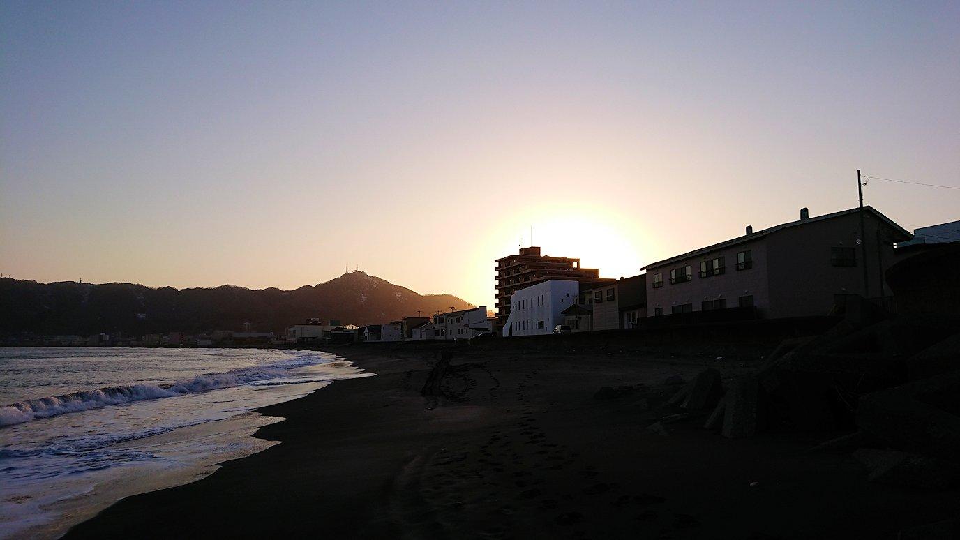 函館市内で五稜郭の見学を終えてホテル周辺で海を眺める5