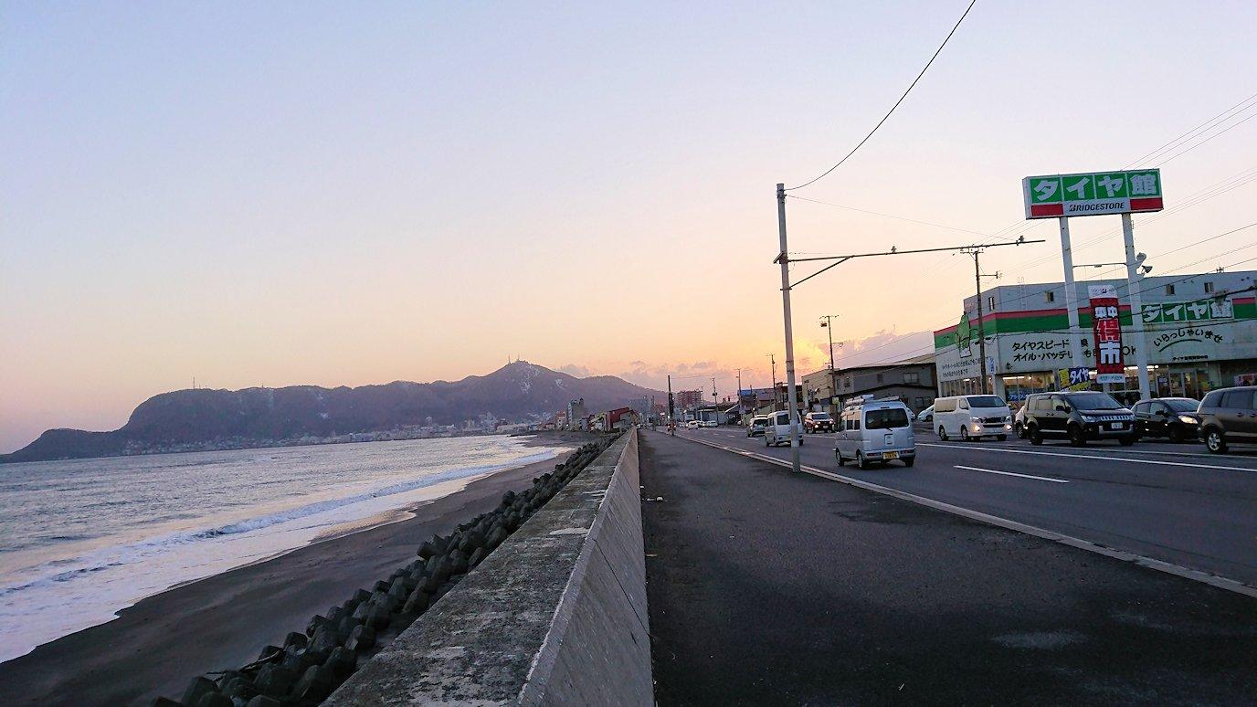 函館市内で五稜郭の見学を終えてホテル周辺で海を眺めて石川啄木公園に向かう