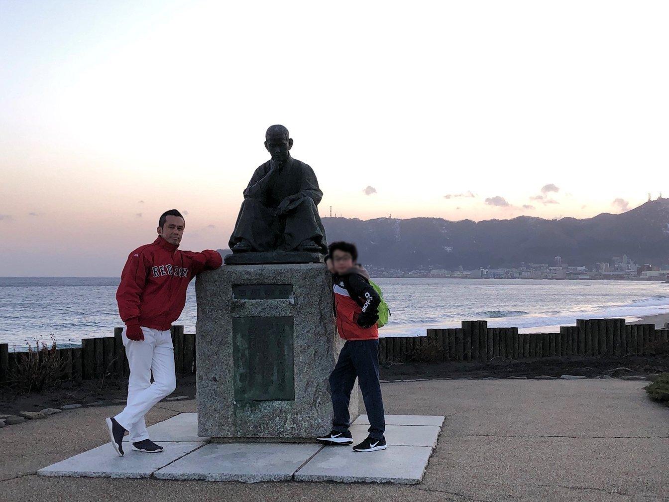 函館市内で五稜郭の見学を終えてホテル周辺で海を眺めて石川啄木公園に向かう4